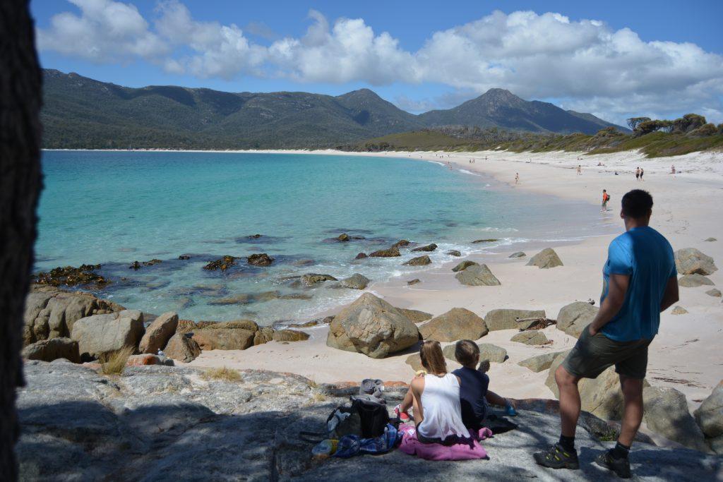 Indbydende strand i Wineglass Bay