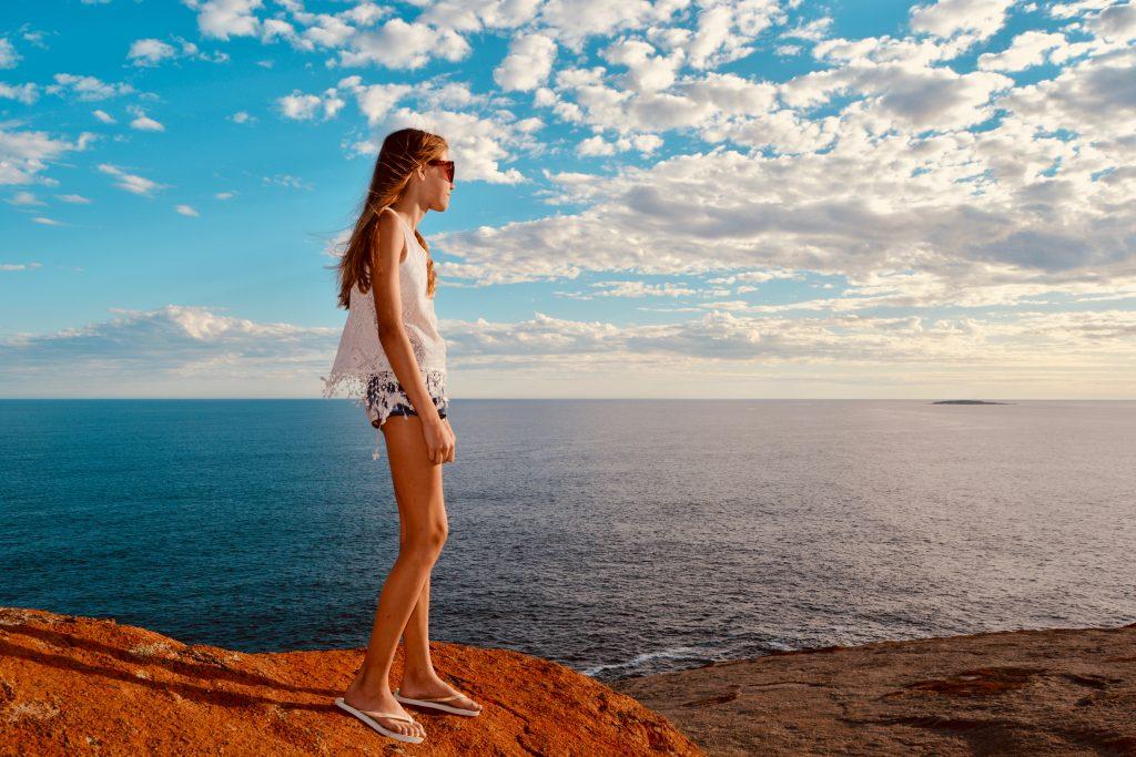Annabell ser nyder udsigten Remarkable Rocks